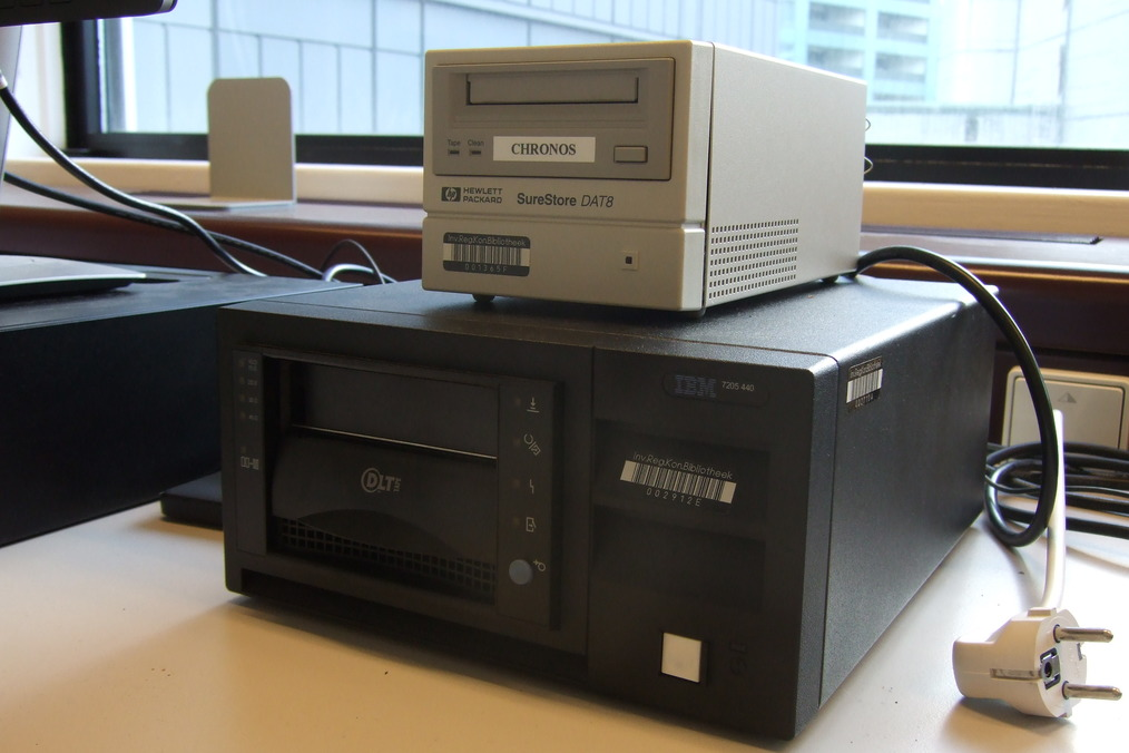 DLT-IV (bottom) and DDS-2 (top) tape drives